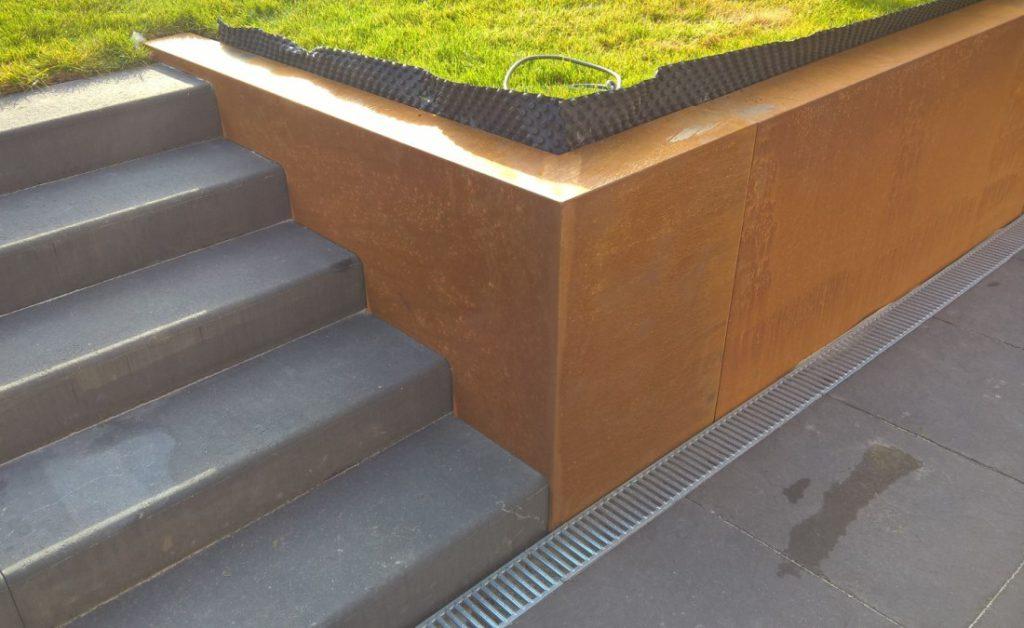 Couvre-Murs corten, découpe d'escalier