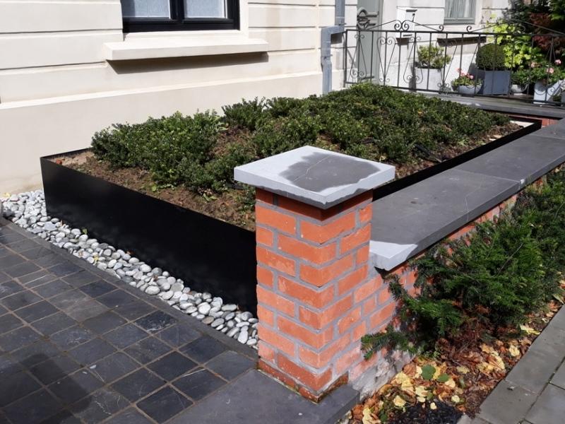 Jardinet acier en façade 400x180