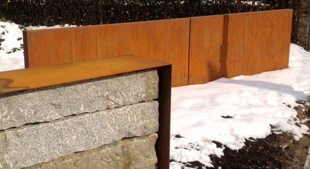 Mur WALL acier corten, 195x9x114cm et couvre-mur granit 410 x h 73cm