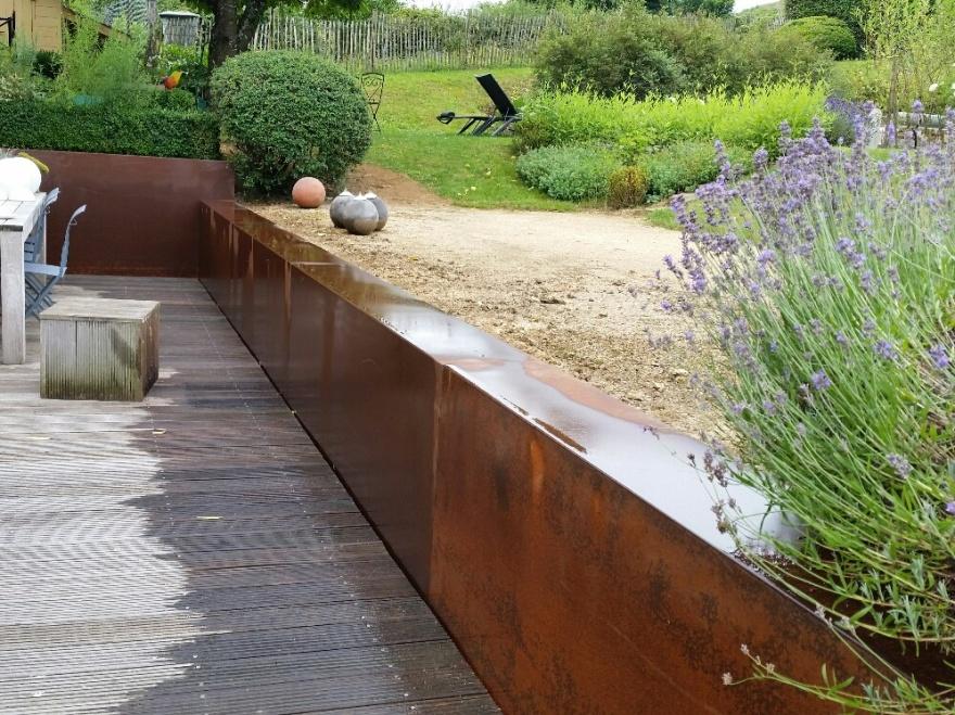 Couvre-Murs corten 2mm entourant terrasse, finition pré-oxydation (Frédéric Hollevoet)
