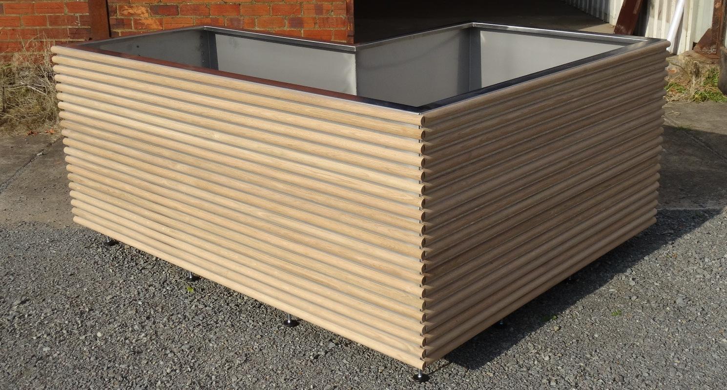 Bering en L inox 160x80x800, lattage bois rond de Chêne d'Amérique